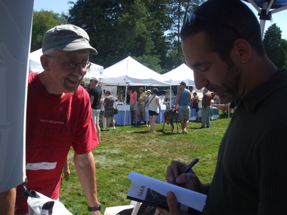 Author G. Elmer Munson signing an autograph for a fan. Photo by Stacey Longo.
