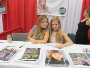 Brighton Sharbino and Kyla Kenedy of The Walking Dead.